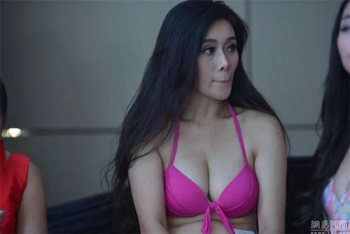 12 cô gái khoe vòng 1 sexy trong cuộc thi ngực đẹp - 5