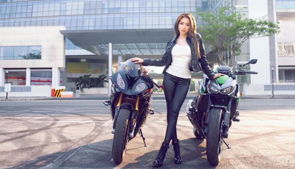 Elly trần thả dáng đầy gợi cảm bên cạnh bộ đôi xe mô tô khủng - 2