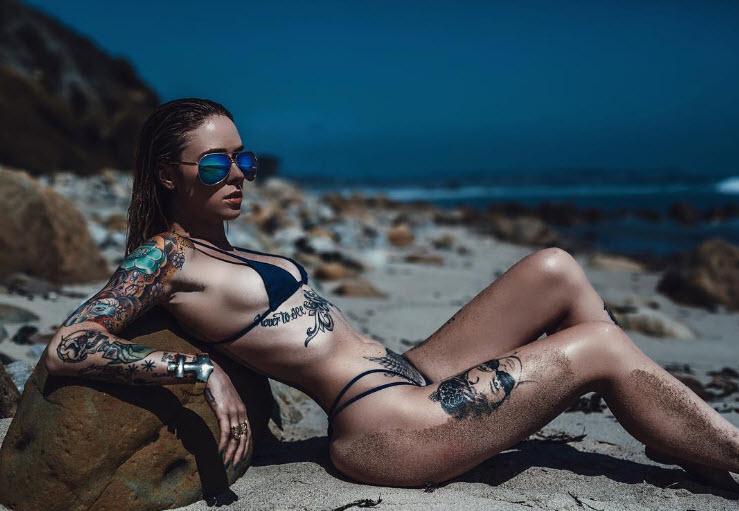 Hình xăm ngực siêu gợi cảm của hot girl mỹ - 2