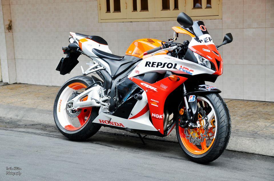 Honda cbr600rr với dàn áo sơn airbrush phong cách repsol - 8