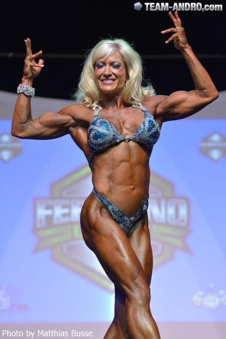 Ngắm dàn nữ sinh cơ bắp hừng hực sải bước - 11