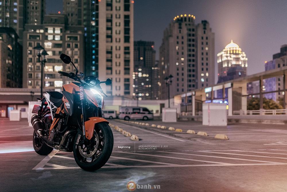 Siêu naked bike ktm 1290 super duke mạnh mẽ trong loạt ảnh ấn tượng - 1