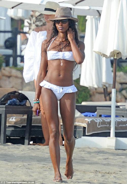 10 mỹ nhân quá 40 tuổi vẫn có thân hình bikini cực sexy - 6