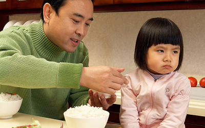 3 sai lầm cực lớn của cha mẹ việt khiến trẻ càng ngày càng biếng ăn - 2