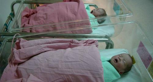 4 bà mẹ thánh ngoại tình vẫn bị lộ vì hai con song sinh khác bố - 2