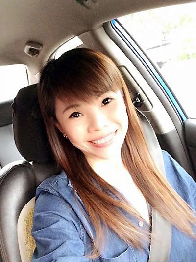 Bà mẹ 2 con được khen là tài xế xinh nhất singapore - 2