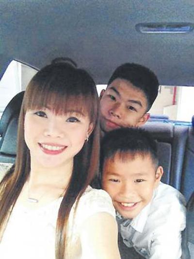 Bà mẹ 2 con được khen là tài xế xinh nhất singapore - 3