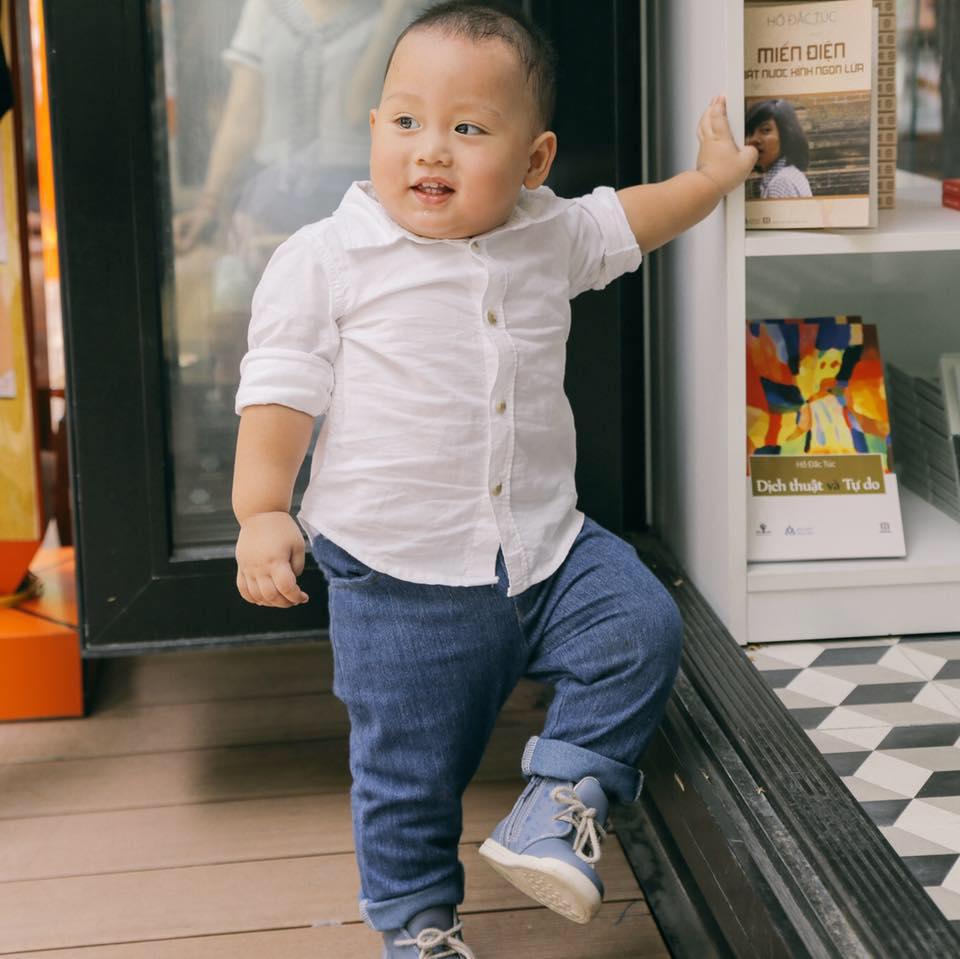 Cách nuôi con sinh non thành béo khỏe của bố mẹ bé 15 tháng lên đỉnh fansipan - 1
