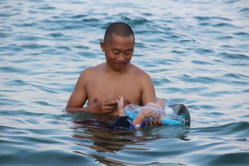 Cách nuôi con sinh non thành béo khỏe của bố mẹ bé 15 tháng lên đỉnh fansipan - 2