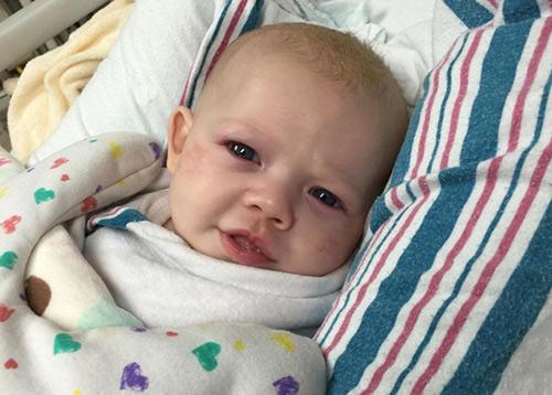 Em bé suýt tử vong vì người lớn không rửa tay trước khi bế - 2