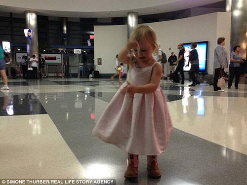 Em bé trong video mẹ ngồi đẻ trong rừng chấn động dư luận năm 2013 giờ ra sao - 6