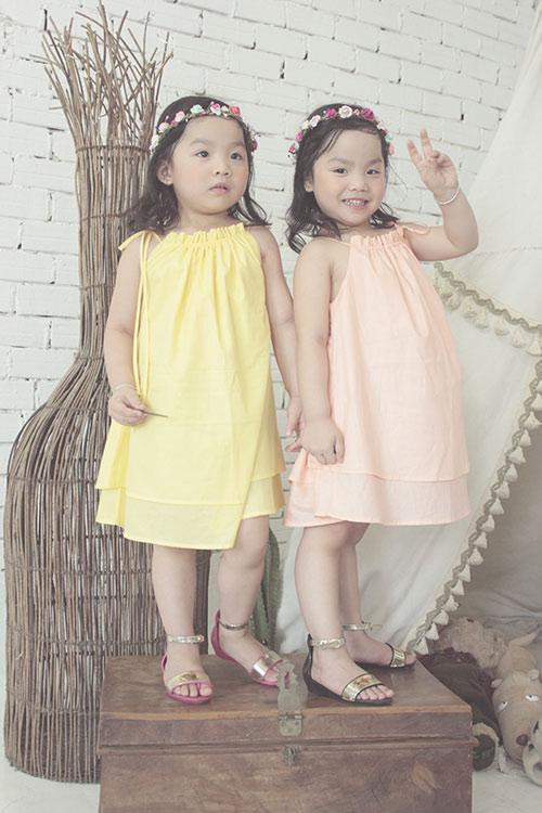Ngắm hai cô nàng song sinh lũn chũn mặc váy hè tuyệt xinh - 7