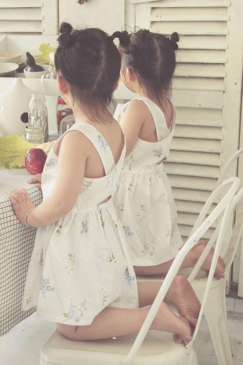 Ngắm hai cô nàng song sinh lũn chũn mặc váy hè tuyệt xinh - 13