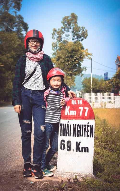 Ngưỡng mộ bà mẹ trẻ cho con đi phượt từ khi 2 tuổi - 2