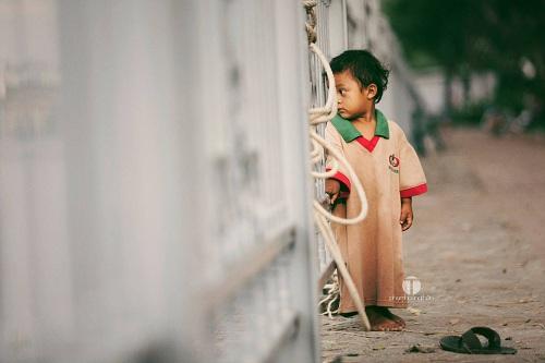 Những bức hình trẻ em khiến triệu người nhói lòng vì 1 cuộc đời 2 số phận - 4