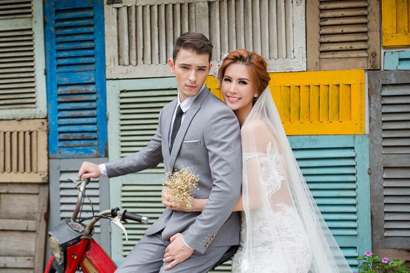 Á hậu thanh hoài thay 4 mẫu váy cưới bên mỹ nam ngoại quốc - 2