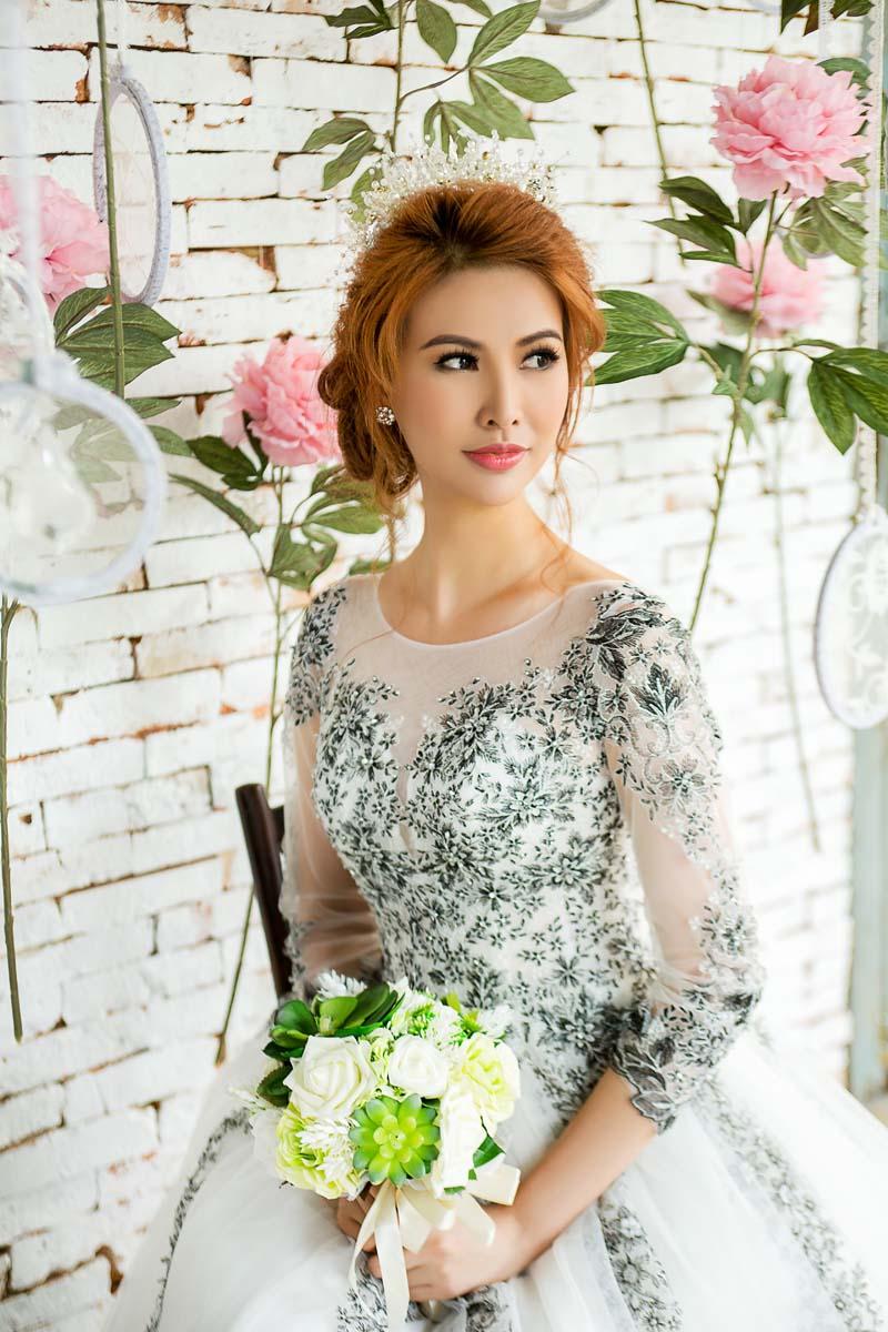 Á hậu thanh hoài thay 4 mẫu váy cưới bên mỹ nam ngoại quốc - 3