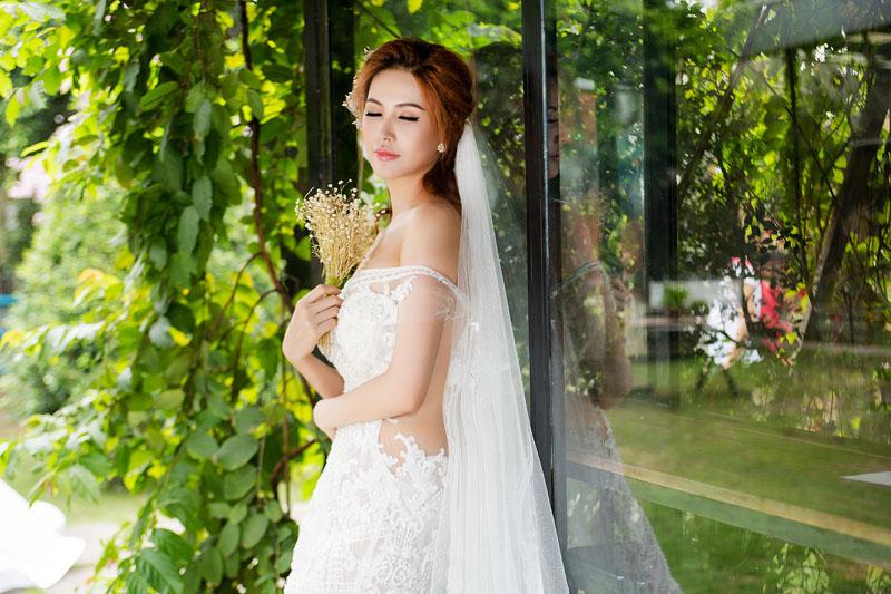 Á hậu thanh hoài thay 4 mẫu váy cưới bên mỹ nam ngoại quốc - 5
