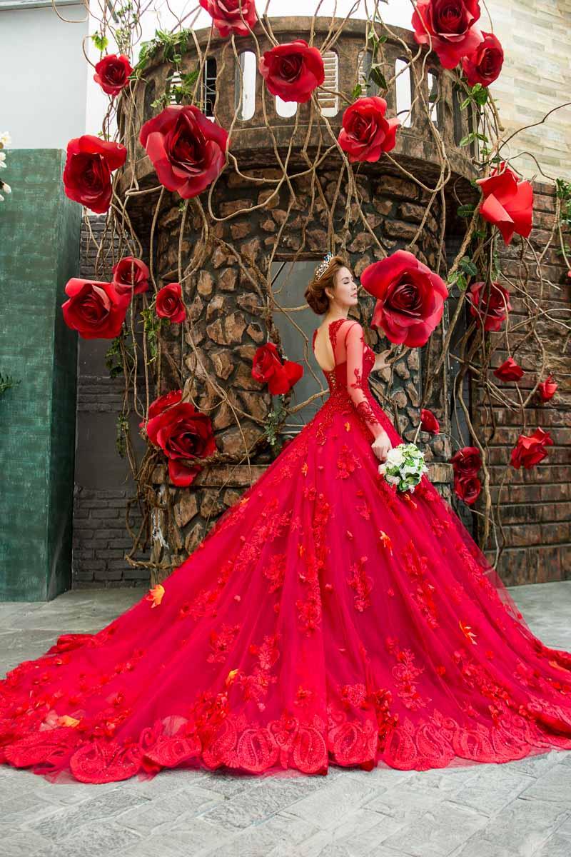 Á hậu thanh hoài thay 4 mẫu váy cưới bên mỹ nam ngoại quốc - 9