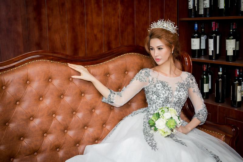 Á hậu thanh hoài thay 4 mẫu váy cưới bên mỹ nam ngoại quốc - 11
