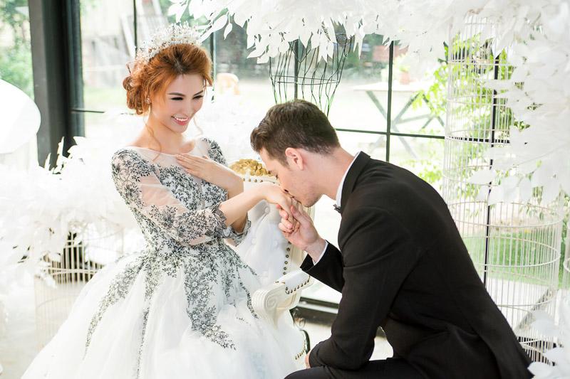 Á hậu thanh hoài thay 4 mẫu váy cưới bên mỹ nam ngoại quốc - 12