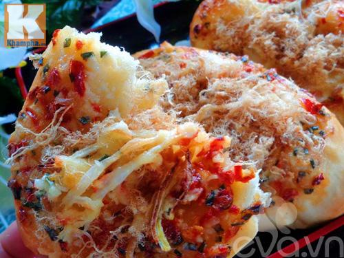 Bánh mì nướng tỏi ớt hấp dẫn vào bữa sáng