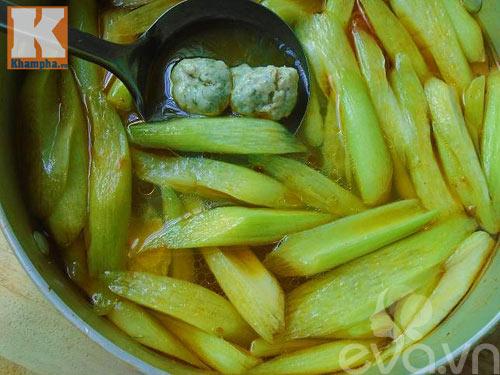Canh chua chả cá dọc mùng tốn cơm vô cùng - 5