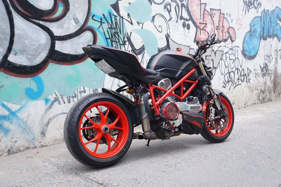 Ducati streetfighter 848 siêu chất với dàn đồ chơi khủng tại sài gòn - 10