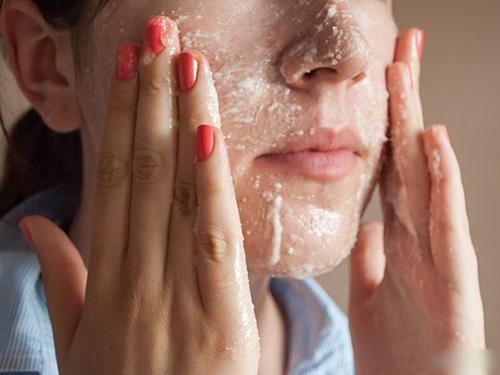 Những cách làm trắng sai lầm khiến da đã mụn còn thêm đen - 2