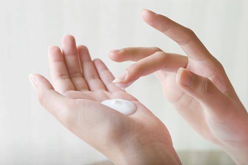 Những cách làm trắng sai lầm khiến da đã mụn còn thêm đen - 5
