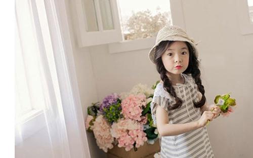 Những kiểu tóc đẹp ngày khai giảng cho bé gái các mẹ đừng quên - 1