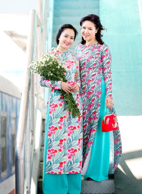 Những mẫu áo dài tết có sức mạnh diệu kỳ khiến mẹ và con gái trẻ như hai chị em - 6