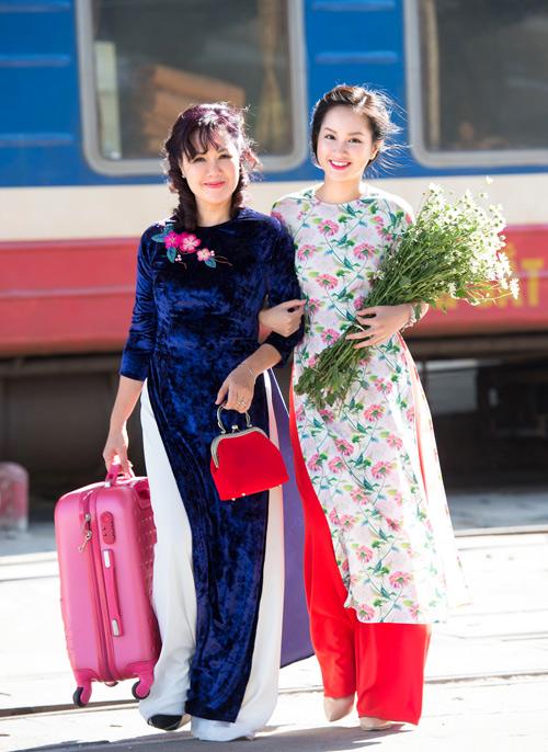 Những mẫu áo dài tết có sức mạnh diệu kỳ khiến mẹ và con gái trẻ như hai chị em - 9