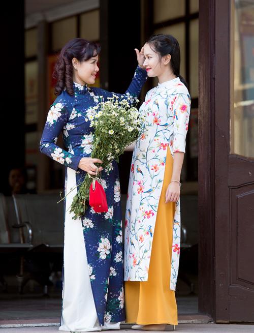 Những mẫu áo dài tết có sức mạnh diệu kỳ khiến mẹ và con gái trẻ như hai chị em - 13