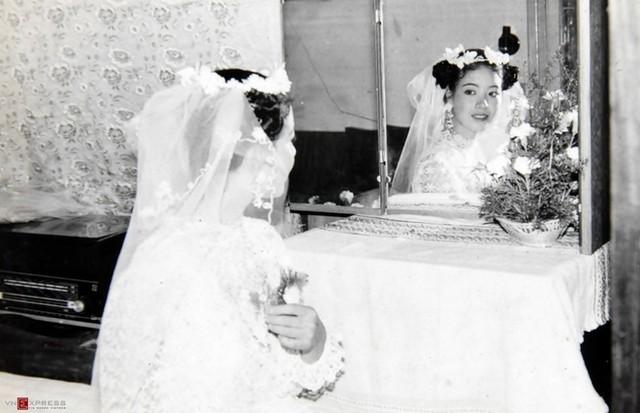 Trầm trồ ngắm lại váy cưới của sao việt mấy chục năm trước - 7