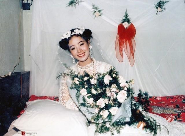 Trầm trồ ngắm lại váy cưới của sao việt mấy chục năm trước - 8