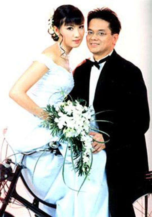 Trầm trồ ngắm lại váy cưới của sao việt mấy chục năm trước - 11