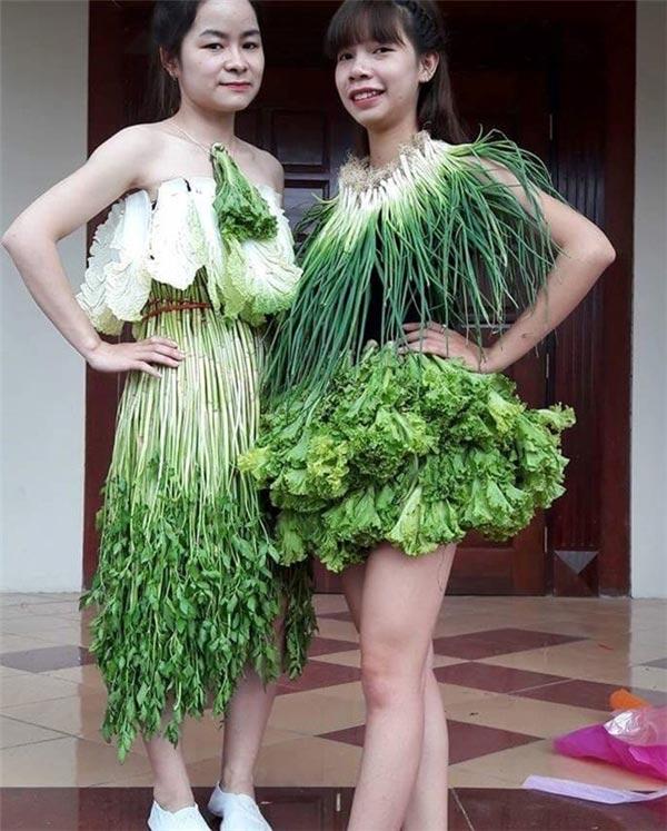 Váy sexy từ xà lách cải thảo rau cần ở vĩnh phúc gây sốt mạng xã hội - 1