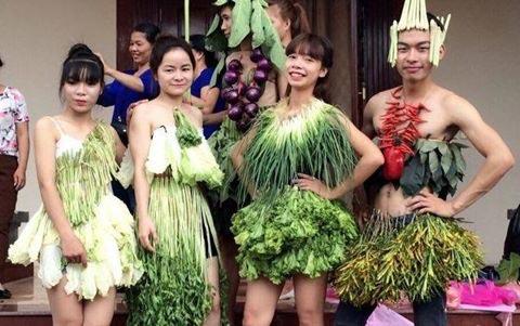 Váy sexy từ xà lách cải thảo rau cần ở vĩnh phúc gây sốt mạng xã hội - 2