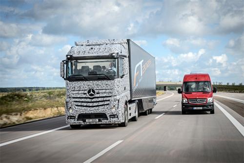 xe tải mercedes tự lái - 2
