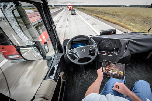 xe tải mercedes tự lái - 4